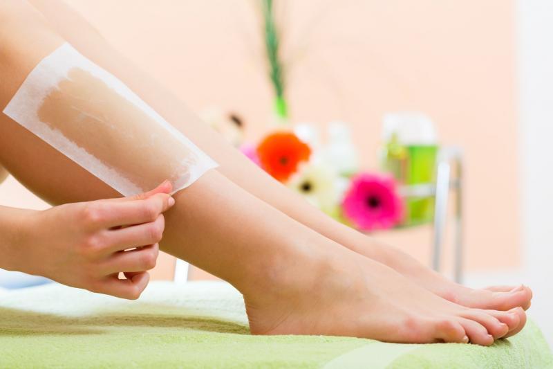 Восковые полоски: как выбрать и как использовать для депиляции ног