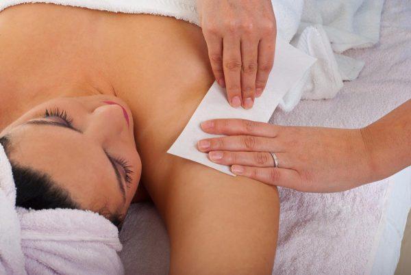 Бандажная методика удаления волос с подмышечных впадин