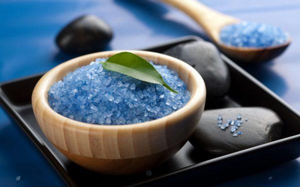 Морская соль на столе