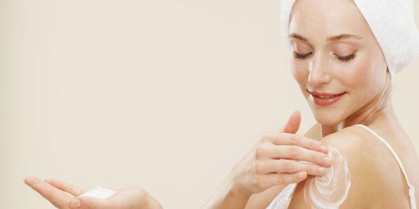 Нанесение крема для тела