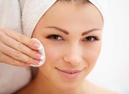 снятие макияжа ватным диском