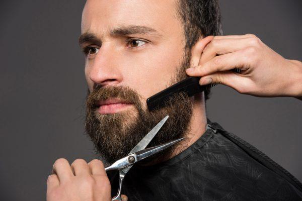 Стрижка бороды ножницами