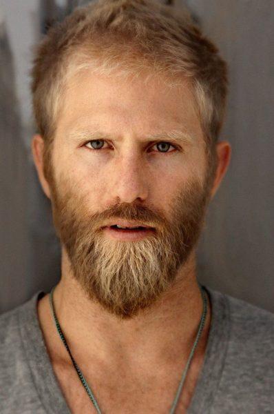Мужчина со светлой бородой