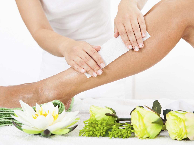 Восковая депиляция ног: виды, техники и правила проведения дома