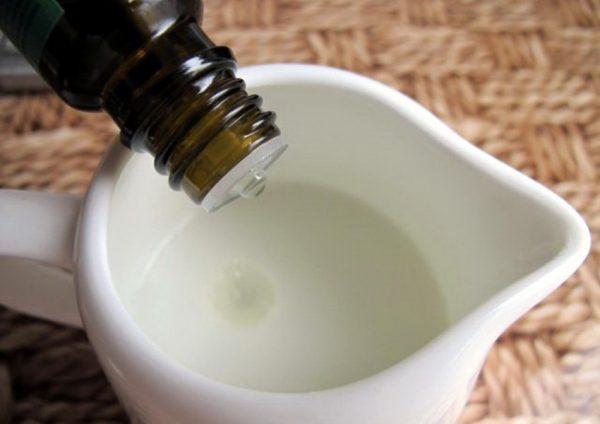 Добавляем эфирное масло в шампунь для волос