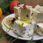 Брынза со специями в оливковом масле