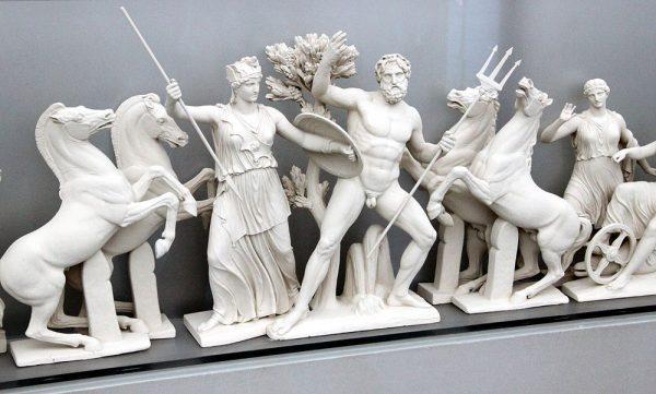 Макет фронтона Парфенона с изображением спора между Посейдоном и Афиной