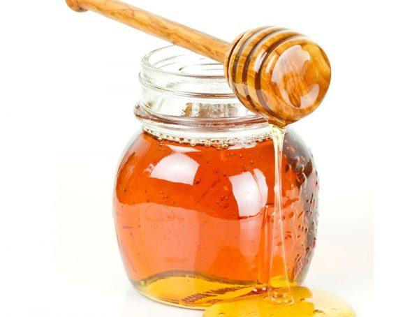 Мёд добавляется к абрикосовому маслу
