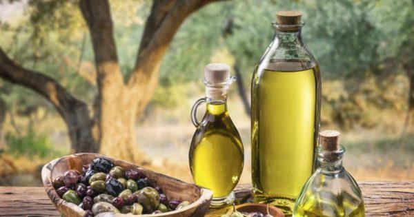 3 бутылки свежего оливкового масла