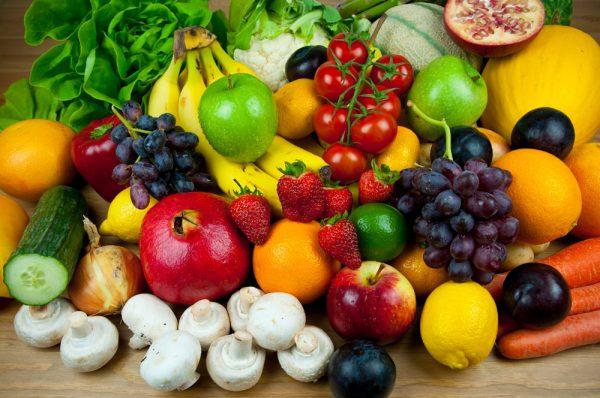 Разнообразные овощи и фрукты