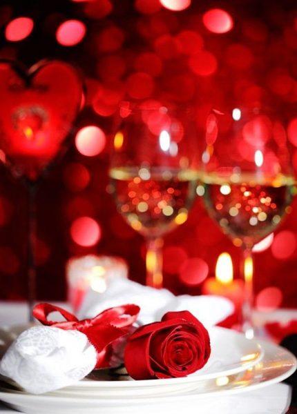 Масло розы помогает создавать романтическую атмосферу