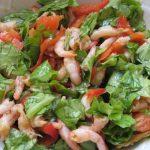Салат с креветками и оливковым маслом