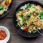 Спагетти с помидорами и оливковым маслом