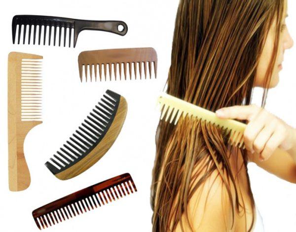 процесс расчёсывания волос деревянными гребнями