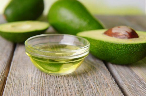 Авокадо (плоды и масло в пиале)
