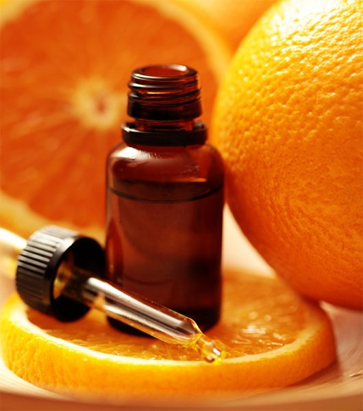 Эфирное масло апельсина в тёмной бутылочке