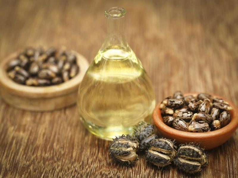 Простые рецепты с касторовым маслом при лечении бородавок и папиллом