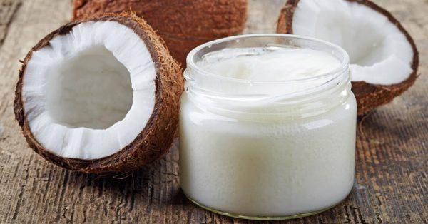 Кокосовое масло в банке и плод