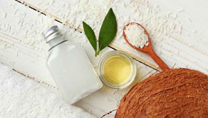 Популярные рецепты с кокосовым маслом для роста ресниц и бровей