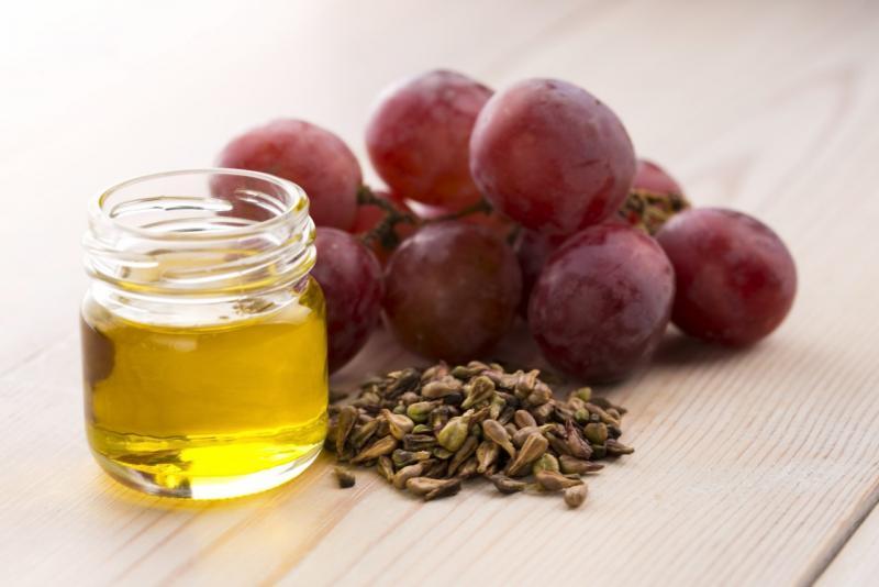 Масло виноградных косточек: как сохранить здоровье и молодость кожи