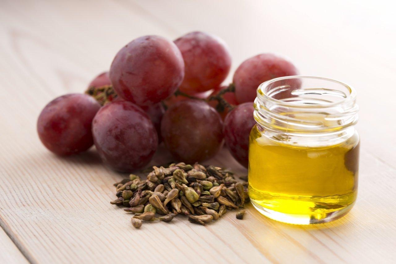 Масло виноградной косточки для волос: применение, свойства, маски