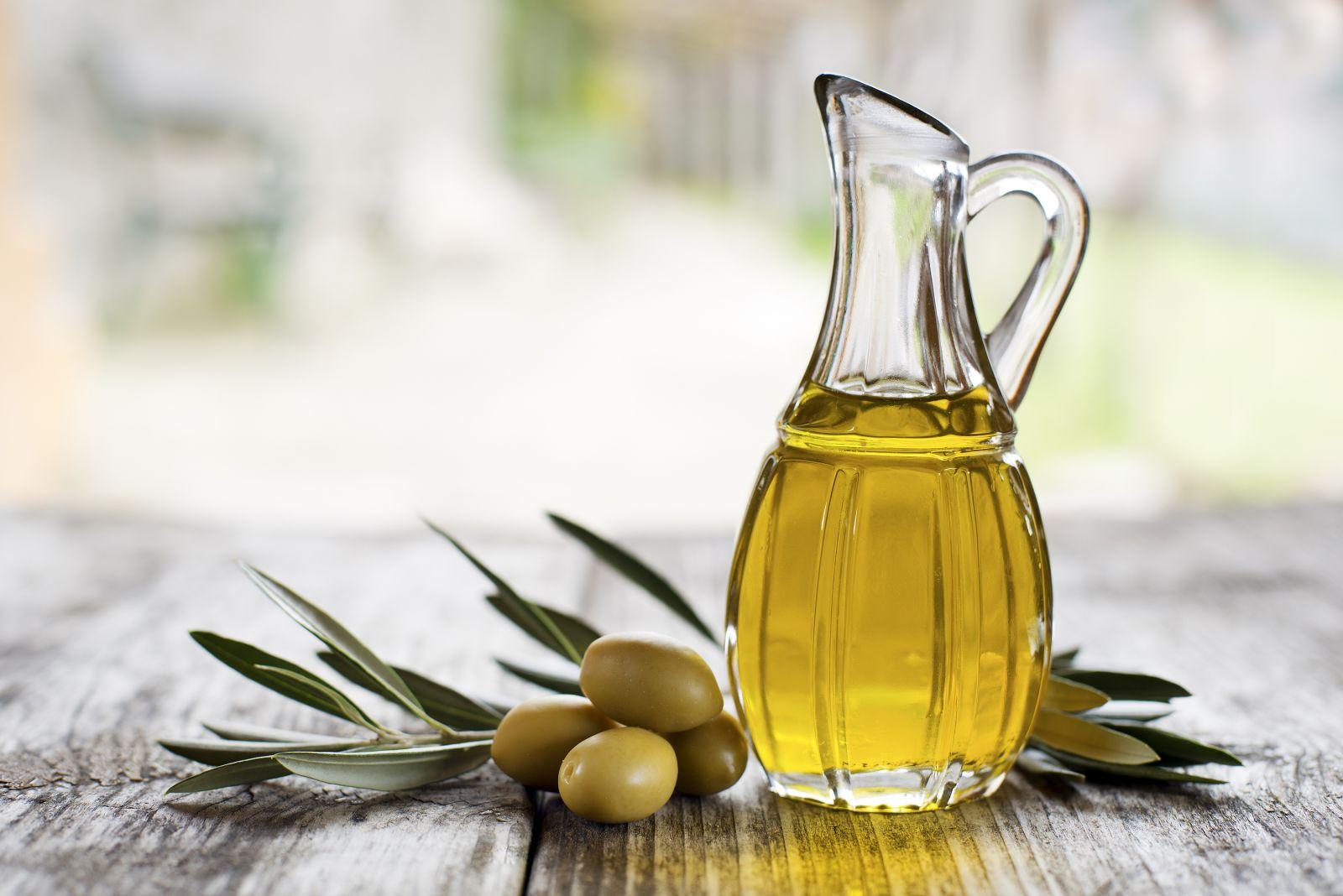 Оливковое масло для лица: свойства и применение