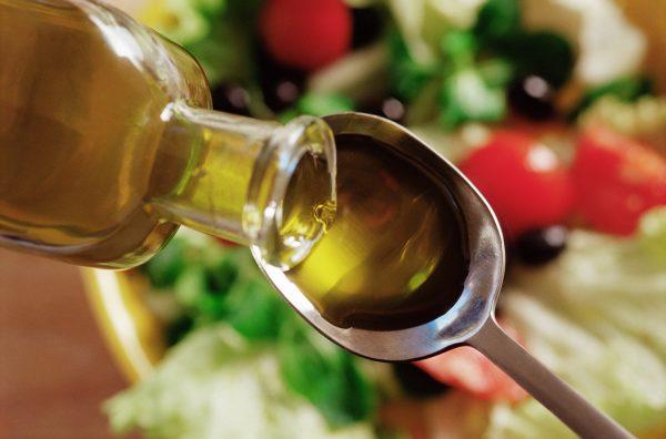 Репейное масло в ложке