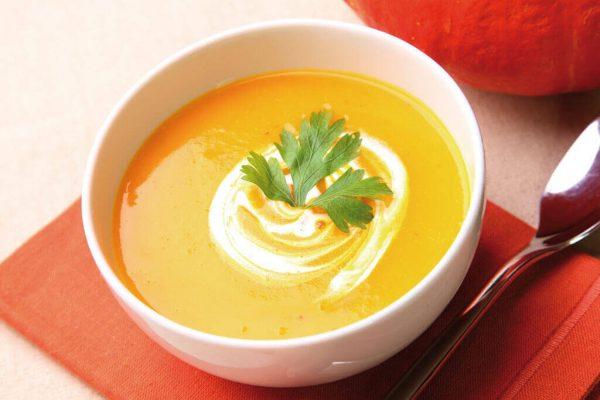 Тыквенный суп в белой пиале