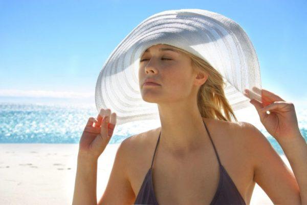 защита волос от солнца головным убором