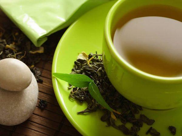 Зелёный чай в зелёной кружке