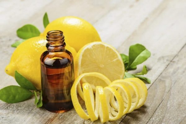 Эфирное масло и цедра лимона