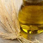 Масло пшеничных зародышей в прозрачном сосуде