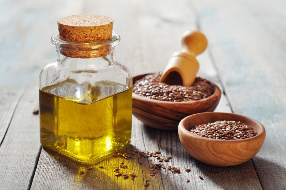 Льняное масло для лица: свойства и применение