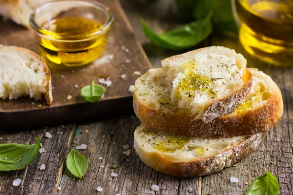 Оливковое масло на хлебе