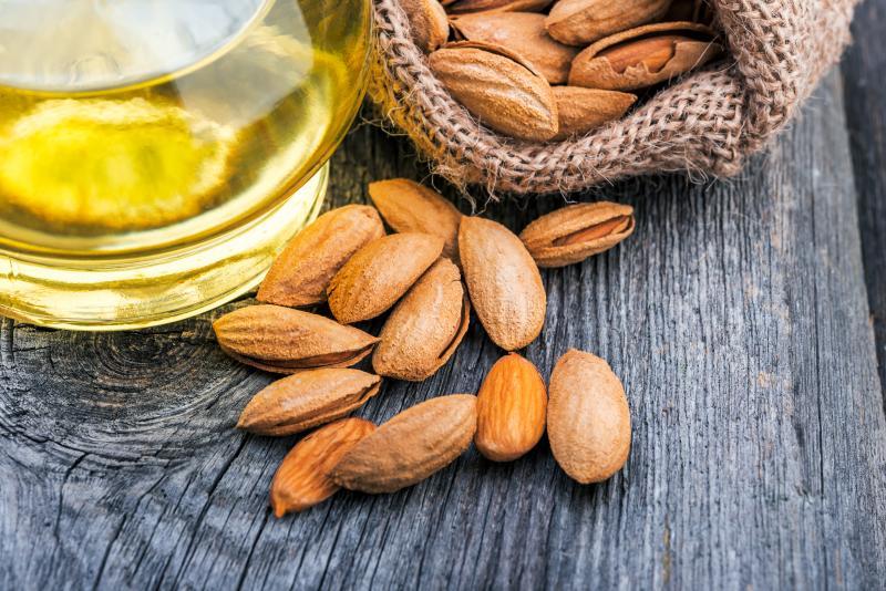 Миндальное масло для волос: особенности применения и рецепты красоты