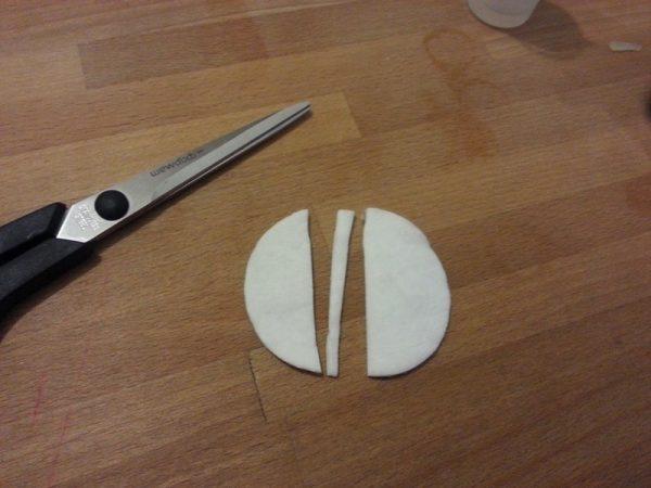 Разрезанный на 3 части ватный диск