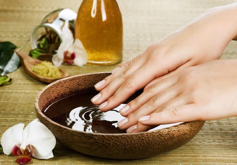 Эфирные масла для рук и ногтей: особенности применения и рецепты
