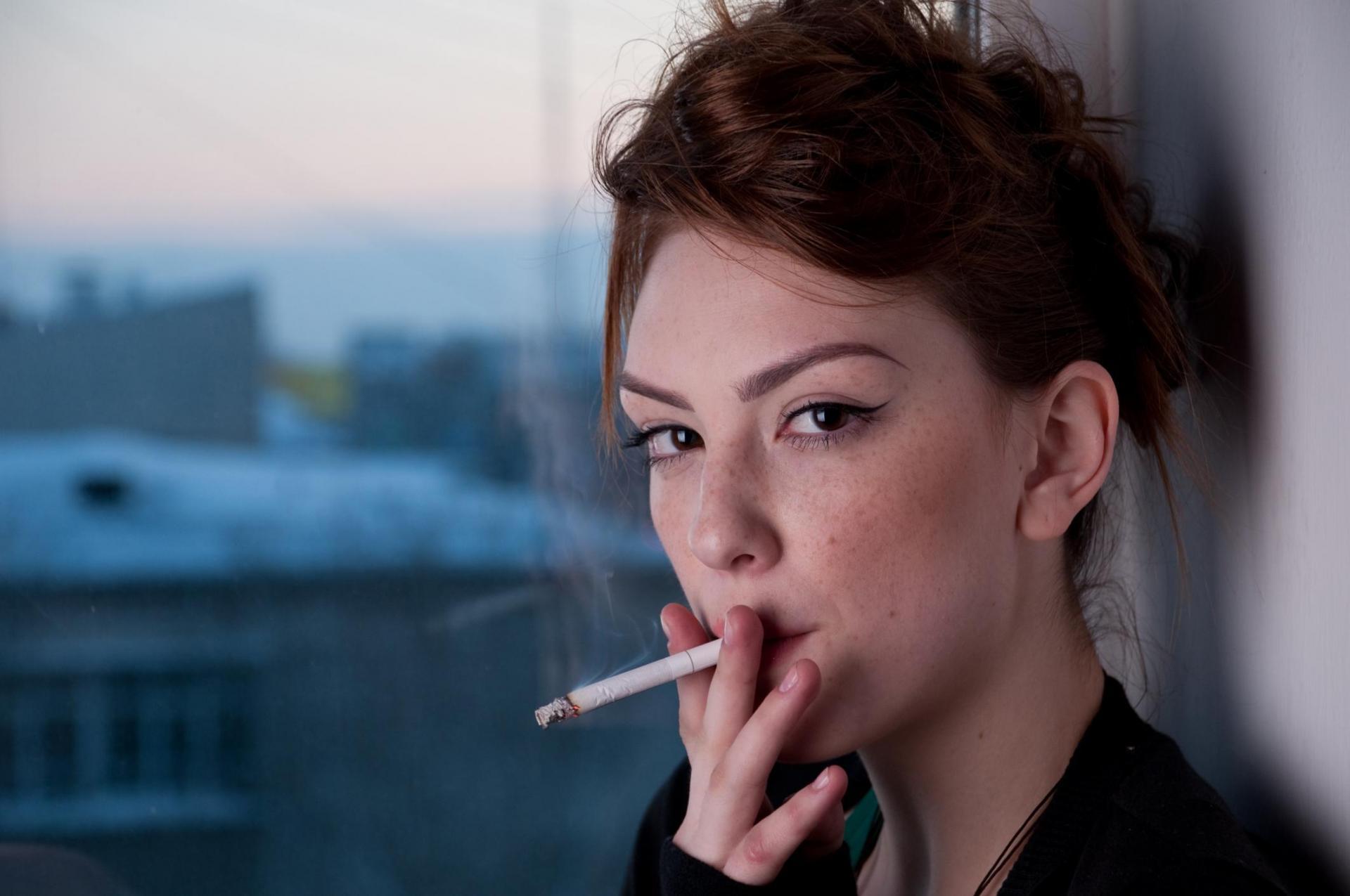 Смотреть курящую женщину видео — photo 3