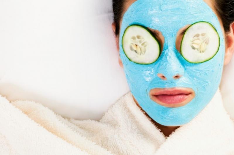 Голубая глина: полезные свойства для кожи лица и эффективные рецепты масок