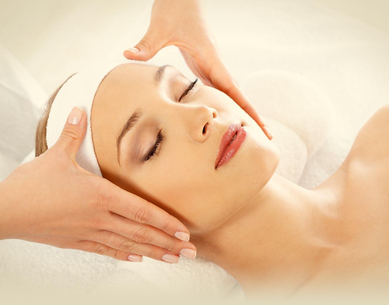 Омолаживающий массаж лица: полезные сведения о процедуре