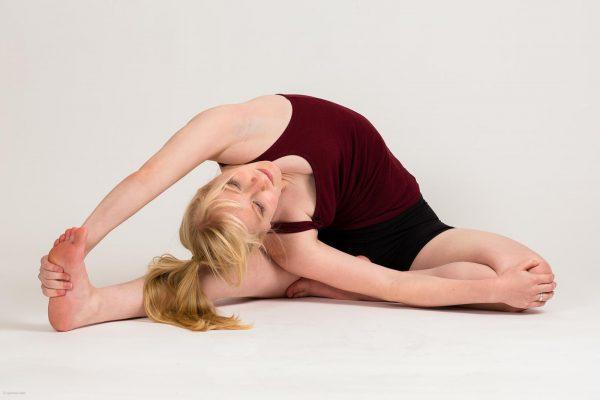 Упражнение на растяжку мышц боков