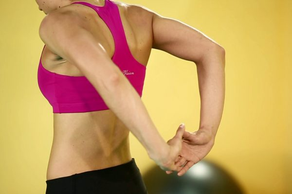 Упражнение на растяжку рук