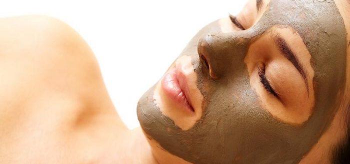 Маска с мумие на лице