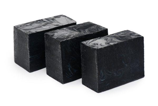 Куски дегтярного мыла