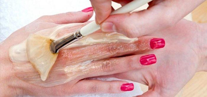Нанесение маски на кожу рук