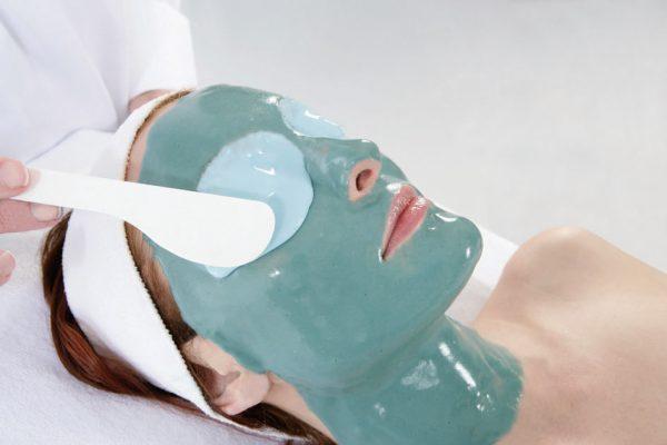 Нанесение альгинатной маски