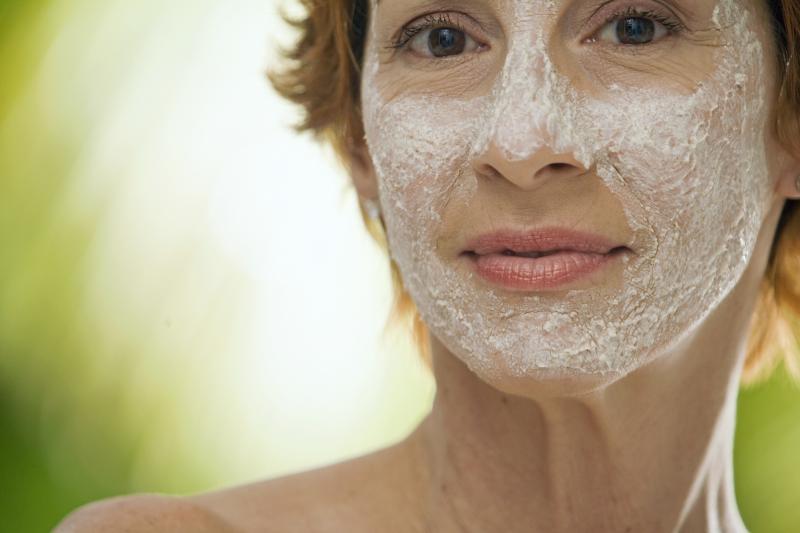 Перекись водорода и кожа лица: от всех бед один ответ