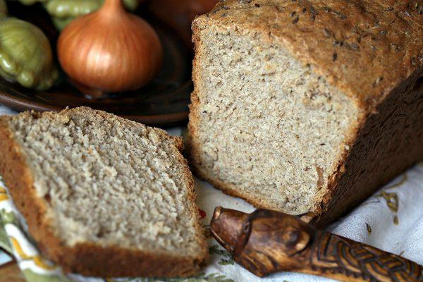 Нарезанный чёрный хлеб