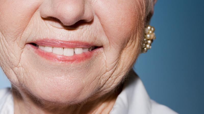 Как избавиться от морщин в области губ: обзор методов и средств