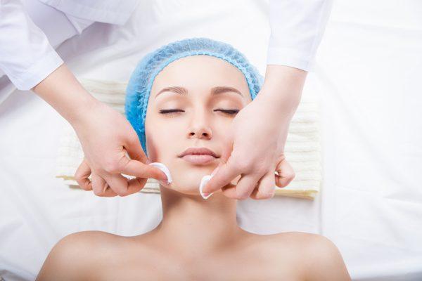 Очищение лица перед процедурой